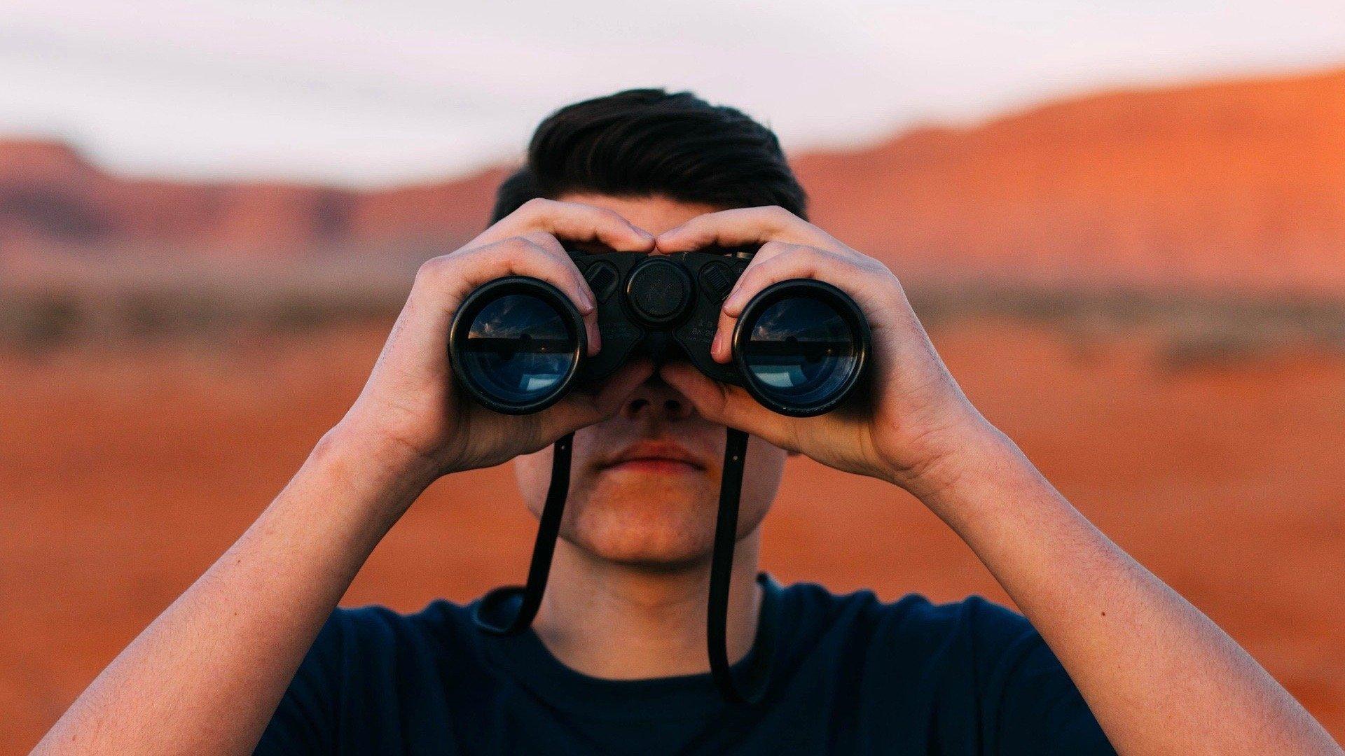 binoculars-1209011_1920 2